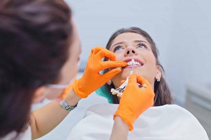 مراقبتهای بعد از لمینت دندان مسواک، نخ دندان و تغذیه مناسب