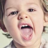 سیاه شدن دندان اطفال و کودکان: علت و درمان